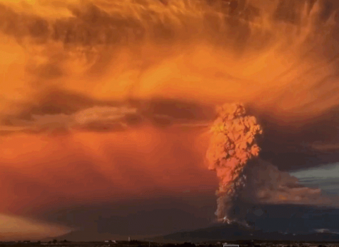 extraordinary-time-lapse-videos-of-southern-chiles-volcano-eruption-as-it-blocks-out-the-sun