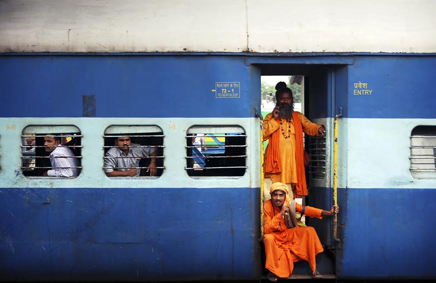 ۲۰۰۸۱۲۲۳۱۲۴۶۳۵_india_train